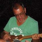 Dan qui joue du merlin